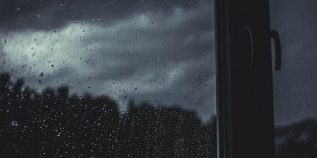 rain on a window, source: glenn-carstens-peters-120193-unsplash