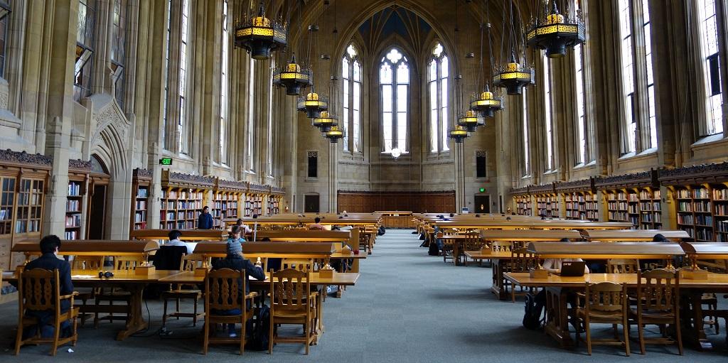 University library, source: ken-theimer-PoE6Q48B-5k-unsplash