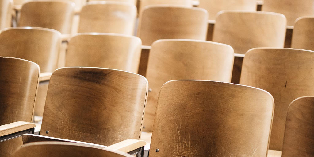 chairs in a lecture theatre, source: nathan-dumlao-572049-unsplash