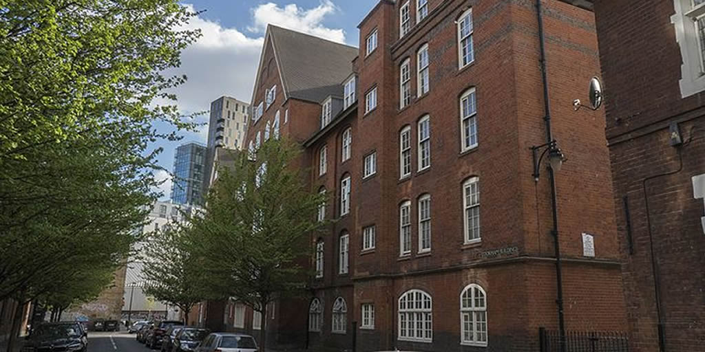 Photo Cookham House, near Arnold Circus � the first council housing in the UK. Image by John Lubbock via Wikimedia Commons, CC BY-SA https://commons.wikimedia.org/wiki/File:Cookham_House.jpg